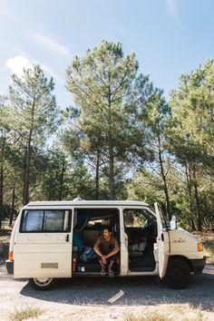 Van life : un van trip en France - FAQ - Trendy Mood - Magazine Lifestyle Road Trip France, Road Trip Europe, Europe Travel Tips, France Travel, Westfalia Van, Travel Around The World, Around The Worlds, Excursion, Van