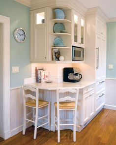 The Most Charming Kitchen Ever! Great use of space…and I like how the refrigerator blends with the cabinetry - Small Kitchen Ideas Storages Kitchen Corner, Charming Kitchen, Kitchen Remodel, Kitchen Remodel Small, Home Decor, Home Kitchens, Kitchen Desk Areas, Diy Kitchen, Kitchen Desks