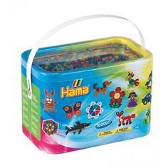 Witajcie,   10'000 koralików Hama w 6 kolorach:) białym, czerwonym, niebieskim, fioletowym, zielonym i żółtym.  Kolorowy zawrót głowy Hama 202-53 dla 5 latków w rozmiarze mini 5 mm w poręcznym, kartonowym pudełku z rączką.  Zestaw NIE zawiera podkładek, ani papieru do zaprasowywania - Same Koraliki:)   Podkładki są u nas też dostępne:)    http://www.niczchin.pl/midi-koraliki-hama-w-tubie/4286-hama-202-53-transparentne-koraliki-midi-10-000-sztuk-mix-kolorow.html  #hama #koralikihama #hamamidi…