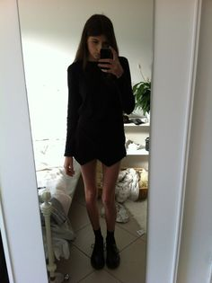 Imagen vía We Heart It https://weheartit.com/entry/116403065 #anorexic #black #legs #outfit #shorts #socks #skort