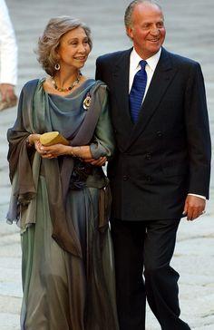 Sofía and Juan Carlos Adele, Queen Sophia, Bourbon, Queen Victoria Prince Albert, Spanish Royalty, Cashmere Poncho, Spanish Royal Family, Queen Letizia, Royal House