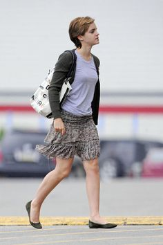 """Emma Watson Photos - Emma Watson nibbles on some nuts as she leaves J Crew in Pittsburgh. The young British star is in Pittsburgh shooting the movie """"The Perks of Being a Wallflower"""". - Emma Watson Leaves J Crew"""