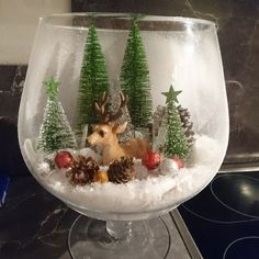 Make your affordable Christmas Decorations Table Ideas shine in this season. Xmas Decorations Table Ideas are is extremely vital to the festive ambience. Festive table setup and also stunning innovative Christmas table to make your dinner shine in this s Christmas Jars, Christmas Scenes, Vintage Christmas, Christmas Time, Christmas Wreaths, Christmas Crafts, Cheap Table Decorations, Handmade Christmas Decorations, Christmas Centerpieces