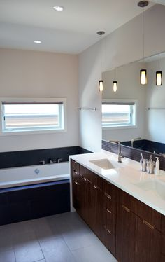 Hive Architecture | B-Line Medium 010 | Calgary, AB | master bath
