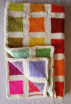 Now this is a granny square that I can get into! Whit's Knits: Bear's Rainbow Blanket - Knitting Crochet Sewing Crafts Patterns and Ideas! - the purl bee Crochet Diy, Plaid Au Crochet, Manta Crochet, Crochet Home, Crochet Crafts, Crochet Projects, Crochet Afghans, Crochet Blankets, Crochet Stitches