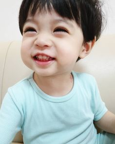 Dad Baby, Cute Baby Boy, Cute Little Baby, Little Babies, Cute Boys, Baby Kids, Cute Asian Babies, Korean Babies, Asian Kids