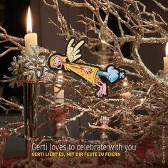 Ein kleiner, frecher Schutzengel möchte dich begleiten. Guardian GERTI wertet als Geschenkanhänger jedes Geschenk auf, dekoriert dein Zuhause, fährt als Schutzengel im Auto mit, schmückt deinen Christbaum, beschützt dich auf Reisen und vieles mehr … #schutzengel #geschenkanhänger #christbaumschmuck Christen, Passion, Christmas Ornaments, Holiday Decor, Guardian Angels, Christmas Tree Decorations, Decorating, Ad Home, Gifts