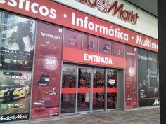 Aplicación de vinilo microperforado con gráfica según diseño de cliente en centro comercial Zaragoza