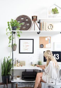 4 inspiring workspaces using plants & tips to fight the holidays blues. Read on http://www.karinecandicekong.com