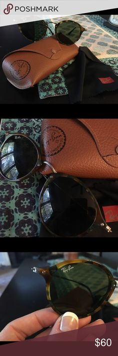 Ray Bans - Round Fleck Tortoise Round fleck Ray Bans with Tortoise and black frames and G-15 green lenses.  Gently used (only worn a few times).  Case has slight crack on fastener (as seen in photos).  Model number RB2447 1157 49-21. Ray-Ban Accessories Sunglasses