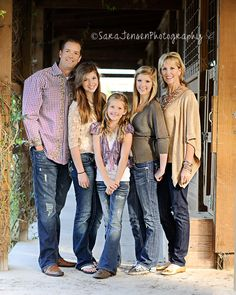 I love the pose, setting, colors, and everything about this photo session. {Family Photography} - good pose smallest in the middle Family Portrait Poses, Family Picture Poses, Fall Family Photos, Family Photo Sessions, Family Posing, Family Pics, Rustic Family Pictures, Family Of 5, Fall Pictures