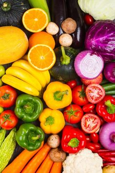 Improve Performance With Vegetables Fresh Fruits And Vegetables, Healthy Vegetables, Fruit And Veg, Frutas Low Carb, Raw Food Recipes, Healthy Recipes, Fruit Photography, Food Wallpaper, Healthy Groceries