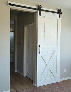 Puerta de granero rústico blanco