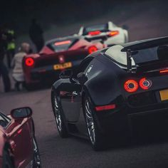 LaFerrari vs Veyron