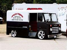 2007 Summer Slam 14 - Custom Truck Show - Sport Truck Magazine Vintage Vans, Vintage Trucks, Big Trucks, Chevy Trucks, Rat Rods, Land Rover Defender, General Motors, Jeep, Sport Truck