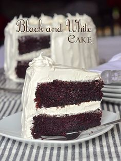 Black and White Cake - with kid approved, marshmallow frosting too! Black and White Cake is an all time kid favorite. An easy one-bowl chocolate cake covered in fluffy marshmallow frosting is sure to please kids of all ages. Chocolate Marshmallow Cake, Marshmallow Frosting, Dark Chocolate Cakes, Chocolate Chips, Marshmallow Creme, Chocolate Cake Frosting, Meringue Frosting, Oreo Cake, Vanilla Frosting