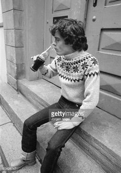 90498747-angus-young-from-ac-dc-posed-in-a-copenhagen-gettyimages.jpg (415×594)