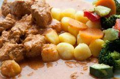 Schnitzeltopf mit Gnocchi und Gemüse. Ein all in one Thermomix Rezept, dass auch meine Kinder gerne essen. Heißbegehrt: die braune Soße! http://www.meinesvenja.de/2013/01/07/schnitzeltopf-mit-gnocchi-und-gemuse/