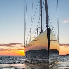 Amazing! #mermaidlife #Regram via @CDCMPwXHu-Y Yacht Design, Baltic Yachts, Luxury Sailing Yachts, Yacht Cruises, Sail Away, Wooden Boats, Tall Ships, Boat Building, Ultimate Travel