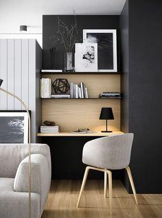 Un coin bureau qui se fond dans le coin salon grâce à l'aménagement de ces étagères