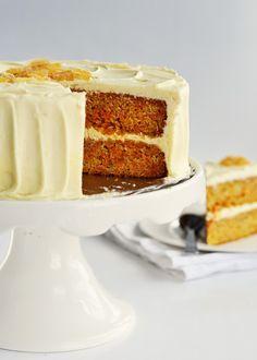 La crema de mantequilla o crema de manteca es un tipo de crema usado para rellenar pasteles, recubrirlos o decorarlos . En su...