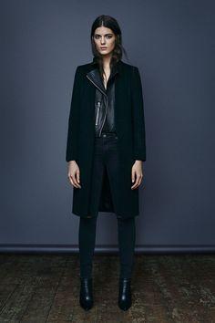 le mélange des matières  le total look noir  le perfecto en dessous du  manteau cdd8a208008
