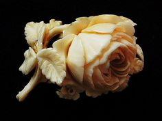 アイボリー・ブローチ(ローズ) - イギリスとフランスのアンティーク   バラと天使のアンティーク   Eglantyne(エグランティーヌ)