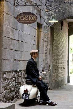 Pension scape and vespa Brad Pitt, Motor Scooters, Vespa Scooters, Moped Scooter, Italian Life, Italian Style, Italian Romance, Motos Vespa, Vespa Motorcycle