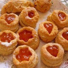 Egy finom Diós, almás és lekváros sütemény hájas tésztából ebédre vagy vacsorára? Diós, almás és lekváros sütemény hájas tésztából Receptek a Mindmegette.hu Recept gyűjteményében! Onion Rings, Cheesecake, Muffin, Breakfast, Ethnic Recipes, Desserts, Dios, Morning Coffee, Tailgate Desserts