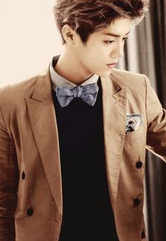 Oh my, Luhan, You look like the Eleventh Doctor from Doctor Who with those clothes. DOCTOR LU