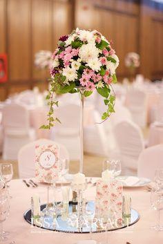 Wedding Decorations, Table Decorations, Baby Shower Balloons, Flower Centerpieces, Event Decor, Wedding Photos, Groom, Flowers, Restaurant