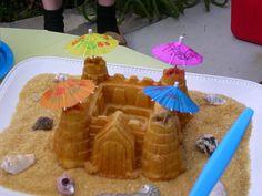 Recette de gâteau de gaufres en forme de château fort - Idéal pour les anniversaires et les fêtes, construits un château médiéval tout en gaufres. Pour Halloween, tu peux le transformer en château de Frankenstein effrayant, en colorant en noir tes gaufres... Château Fort, Cake, Waffles, Breakfast, Frankenstein, Halloween, Waffle Cake, Easter Party, Shape