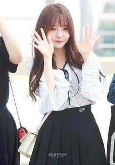 #fromis_9 #jisun #kpop South Korean Girls, Korean Girl Groups, Korean Airport Fashion, Cute School Uniforms, Pre Debut, Cute Asian Girls, Extended Play, Airport Style, Kawaii Fashion