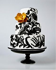This gorgeous Anna Paquin Wedding Cake in Black