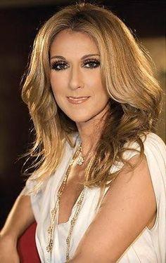 Céline Dion : un succès toujours plus grand... Bon Scott, Brian Johnson, Angus Young, Axl Rose, Blues Rock, Ac Dc, Celine Dion Tour, Selena, Most Beautiful