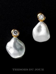 Classic Contemporary BAROQUE PEARL Drop  Earrings with conflict-free diamonds in 18kt yellow gold by TresorsDuJour  #BaroquePearlEarrings #PearlDiamondEarrings