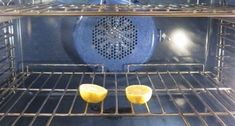 Turn Your Dirty Kitchen Clean Again With These 7 Awesome Cleaning Tips Lemon in oven to get rid of fruit flies Household Cleaning Tips, House Cleaning Tips, Green Cleaning, Spring Cleaning, Oven Cleaning Hacks, Homemade Cleaning Supplies, Dirty Kitchen, Kitchen Hacks, Kitchen Cleaning