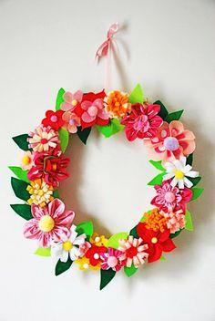 DIY Felt Flower Wreath. Click for 40 more #DIY #Wreath Ideas