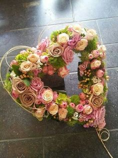 Adorable pink and green floral heart Funeral Flower Arrangements, Funeral Flowers, Deco Floral, Arte Floral, Floral Wedding, Wedding Flowers, Funeral Tributes, Sympathy Flowers, Flower Boxes