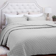 "Quilt Set Solid Grey Twin Basketweave Pattern Lightweight Hypoallergenic Microfiber ""Simone\"" by Bedsure *** Learn more by visiting the image link."