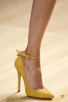 cool yellow shoes for the bridesmaids to wear. lower heels would be a little nicer though. Pretty Shoes, Beautiful Shoes, Cute Shoes, Me Too Shoes, Unique Shoes, Stilettos, Yellow Pumps, Yellow Shoes Heels, Mustard Yellow Heels