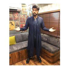 Arjun Kapoor for The Kapil Sharma Show ❤❤❤ . Outfit ~ Shoes 👞 ~ Styled By 👰 ~… Bollywood Actors, Bollywood Fashion, Indian Men Fashion, Mens Fashion, Antar Agni, Mens Traditional Wear, Pathani Kurta, Indian Groom Wear, Boys Kurta