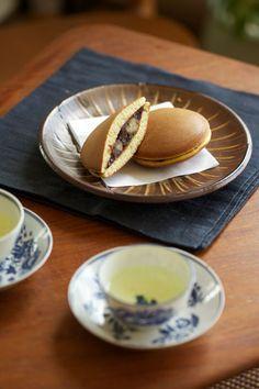Japanese sweets, Dorayaki (Japanese pancake with sweet beans paste inside) どら焼き