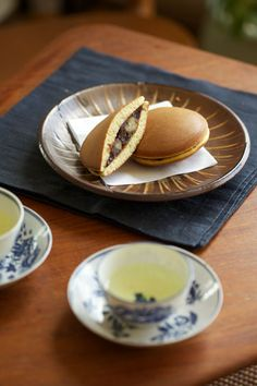 Japanese sweets, Dorayaki (Japanese pancake with sweet beans paste inside) どら焼き