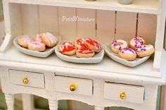 Dollhouse miniature Ciambella fimo scala 12 con di PetitMiniatures, €12.00