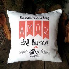 cojin  en esta casa hay amor del bueno medidas 40x40cm incluye relleno www.lapuertafalsaonline.com