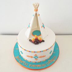 Teepee birthday cake by Blossom & Crumb, perfect for your tribal baby shower! Puppy Birthday Cakes, Birthday Cupcakes, Pretty Cakes, Cute Cakes, Native American Cake, Cake Cookies, Cupcake Cakes, Dream Catcher Cake, Indian Birthday Parties