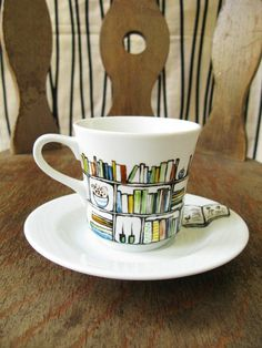 Hand painted porcelain cup and saucer - Book - A - Holic Hand drawn and painted porcelain teacup and saucer - Book-A-Holic. via Etsy. Diy Becher, Hand Painted Ceramics, Painted Porcelain, Hand Painted Mugs, Painted Pottery, Fine Porcelain, Teacup Crafts, Mug Art, Diy Mugs