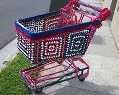 Shopping cart by Yarn Wrap. This certainly puts the fun into grocery shopping.