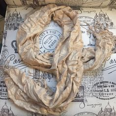 Gold sparkle scarf ••GREAT CONDITION•• gold scarf woven with sparkly gold thread. •Make me an offer! Anything is negotiable!• Accessories Scarves & Wraps